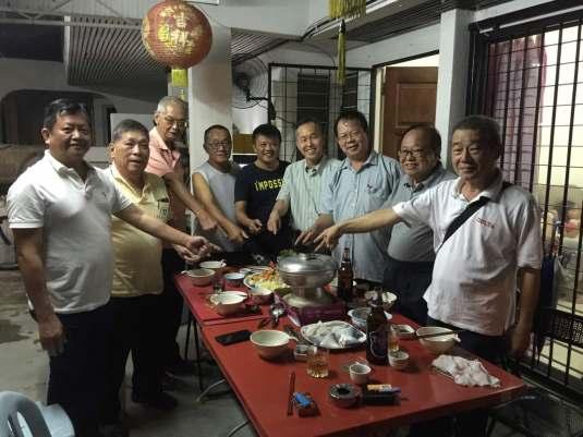 BQ 陳松霖(右4)与黨員們合照。右起:葉磨實,張華興,顏明富,黃獎雄,黃文財,林祺達,葉錦英,謝得勝。